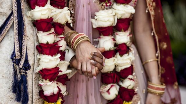 Жених умер, более 100 гостей заразились COVID-19 после свадьбы в Индии