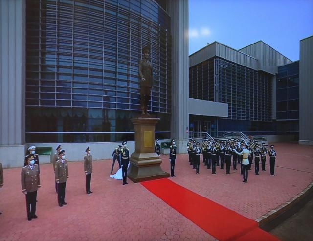 Монумент Назарбаеву открыли в Нур-Султане