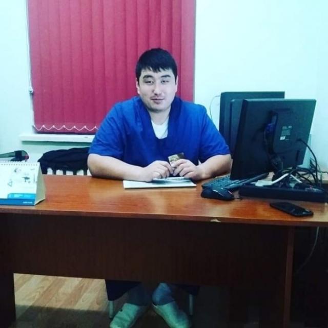 Уволенный за ролик с перчатками хирург приступил к работе