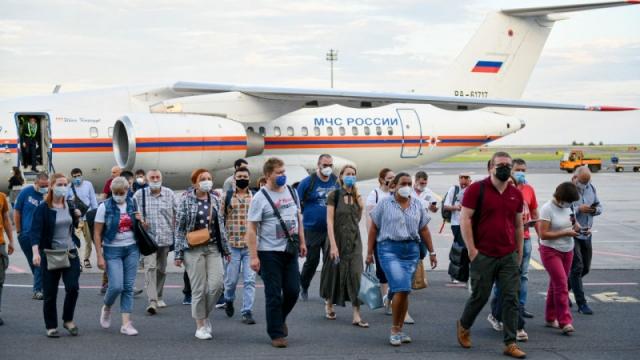 Российские вирусологи прибыли в Казахстан на борьбу с пандемией