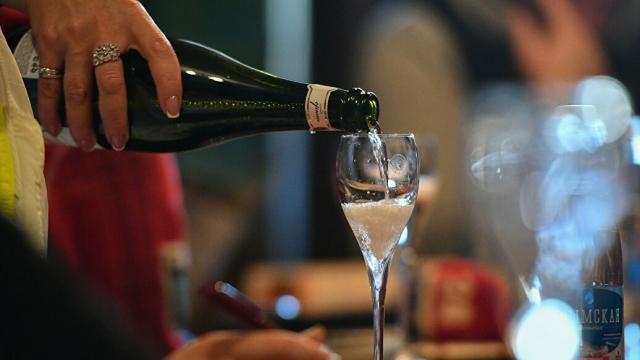 Нарколог объяснил, почему алкоголь опасен в жару