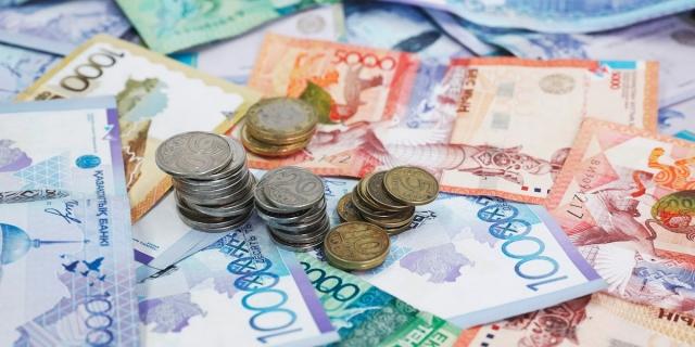 Кто должен заплатить казахстанцам 42 500 тенге в случае потери дохода из-за карантина