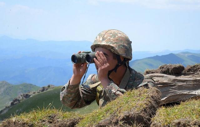 На границе Азербайджана и Армении возобновились бои