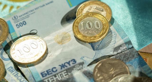 Кто получит выплаты за продуктово-бытовые наборы в Казахстане