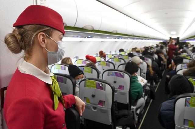 Стюардесса рассказала, почему не стоит использовать наушники в самолете