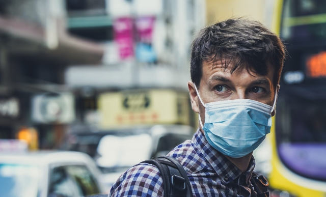 Обязательное ношение масок на улице разъяснил Цой