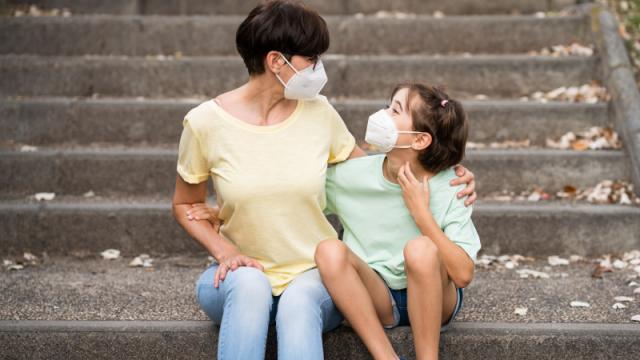 Врачи предупредили об опасности ношения масок детьми