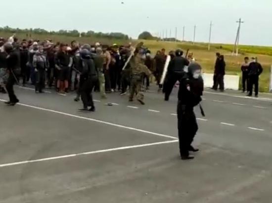 На границе с Казахстаном начались столкновения мигрантов и Росгвардии