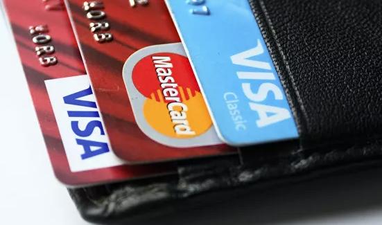 Эксперт рассказал, где опасно расплачиваться банковской картой