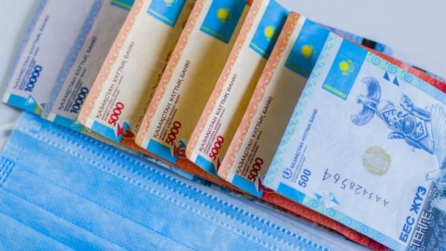 Какие соцвыплаты получают уволенные казахстанцы с разным доходом