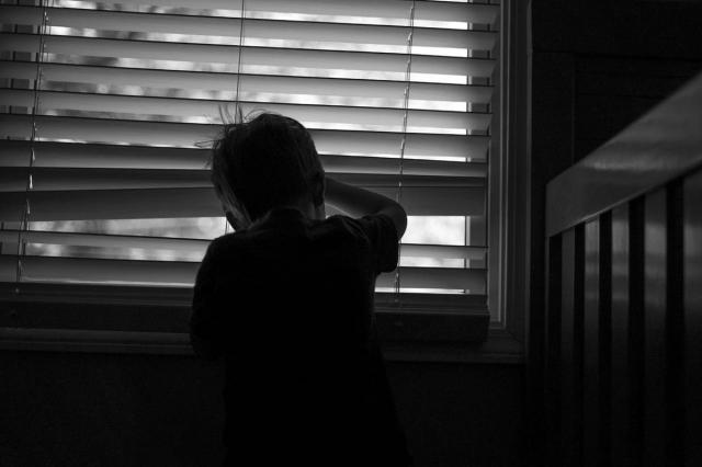 В Актау скончался выпавший с восьмого этажа ребёнок