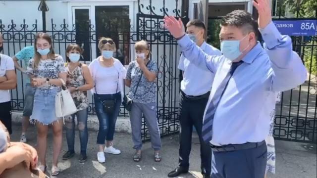 """""""Не морочьте голову"""". Жителей возмутило поведение нового санврача Алматинской области"""