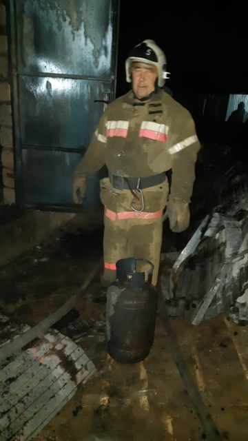 В Актобе пожарные предотвратили взрыв газового баллона
