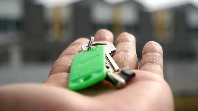 Казахстанцы не получат пенсионные на покупку жилья на руки