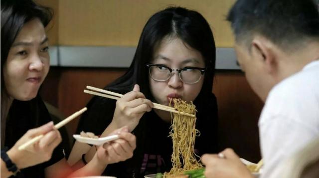 Китайцы будут меньше есть — они выбрасывали миллионы тонн еды