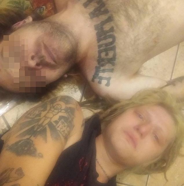 Жена петербургского музыканта сделала селфи с только что умершим мужем