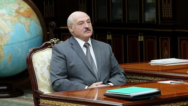 Лукашенко сообщил о закрытии границ с Литвой и Польшей