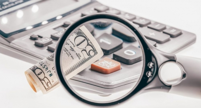 """Раскрыта схема выбивания долгов коллекторами через """"карманных"""" судоисполнителей"""