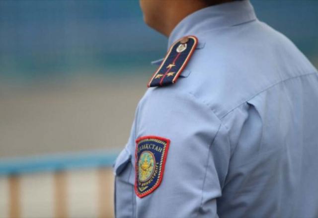 Полицейские Туркестанской области пресекли деятельность вымогателей, представлявшихся блогерами
