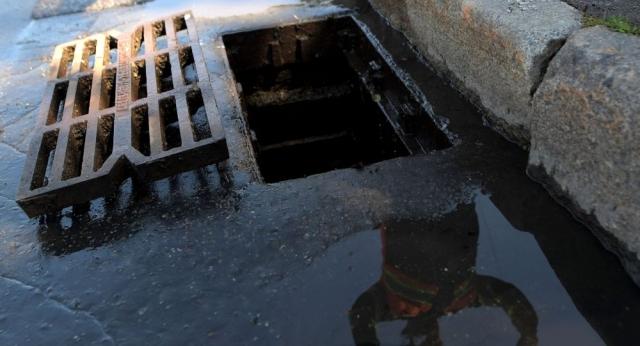 Сливают нечистоты и жалуются на потоп: в Нур-Султане выявили 160 врезок в ливневки