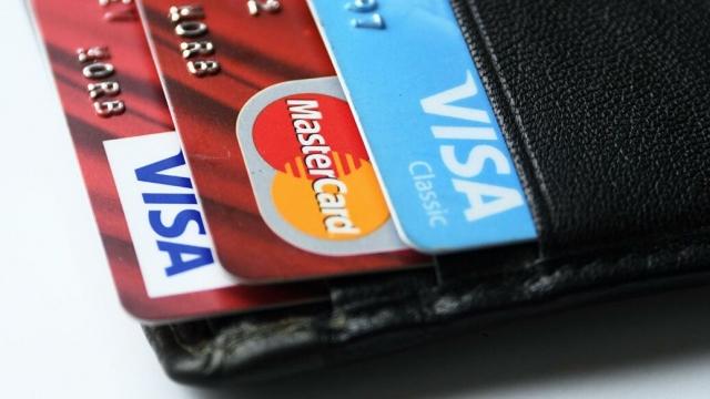 Эксперт объяснил, как закрыть кредитную карту, чтобы не остаться должным