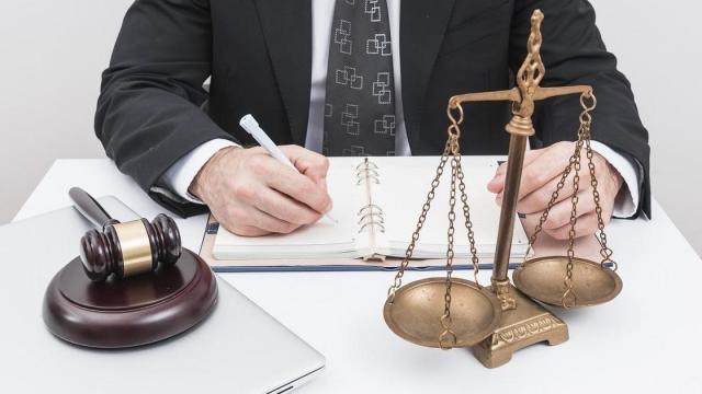 """""""Мешают мне платить за квартиру"""": алматинка рассказала о нюансах работы частных судоисполнителей"""