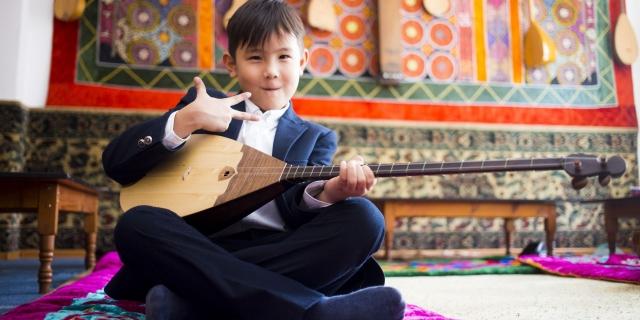 Ввести бесплатные уроки домбры в казахстанских школах предложил общественник