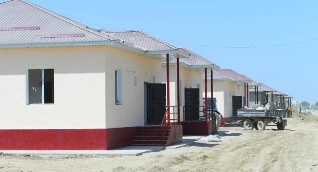 Маленькие участки за большие деньги: депутат сравнил новые дома в Мактаарале
