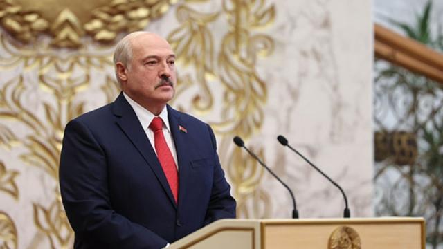 Лукашенко резко ответил на предложение Макрона добровольно уйти
