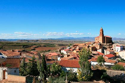 Испания объявила поиск бармена ради спасения деревни