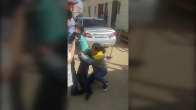 В Мангистау несовершеннолетние дети отказались жить с мамой