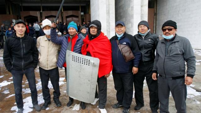 Политолог о событиях в Кыргызстане: Это межклановая война