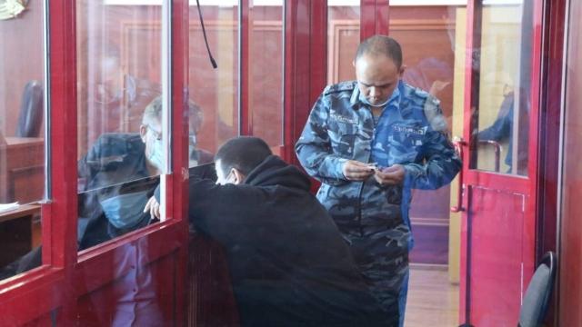 Наезд на блокпост в Алматы: был ли Азаматов в полицейской форме в момент ДТП