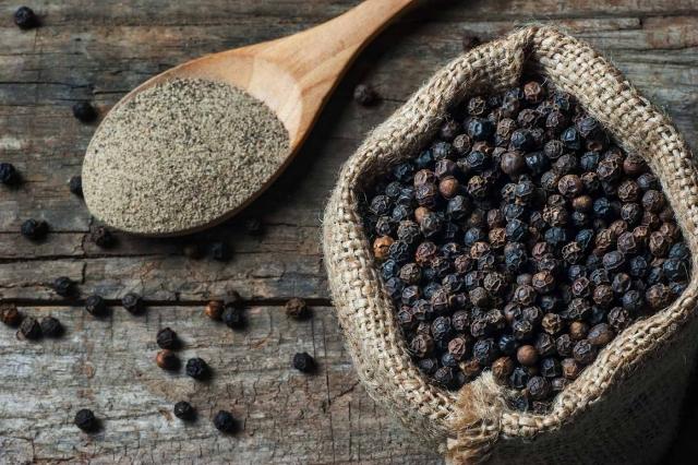 Ученые заявили, что черный перец подавляет коронавирус