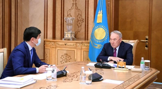 Нурсултан Назарбаев поручил выплатить по 50 тысяч тенге еще 100 тысячам семей