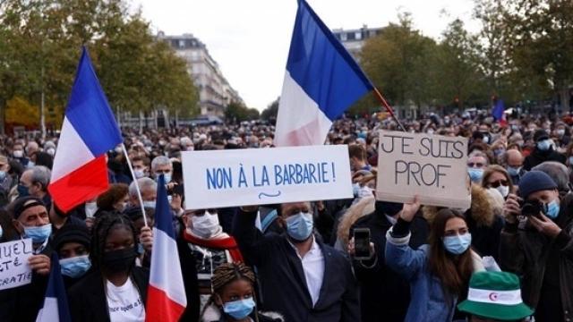 Власти Франции опубликуют подборку религиозных карикатур после теракта под Парижем