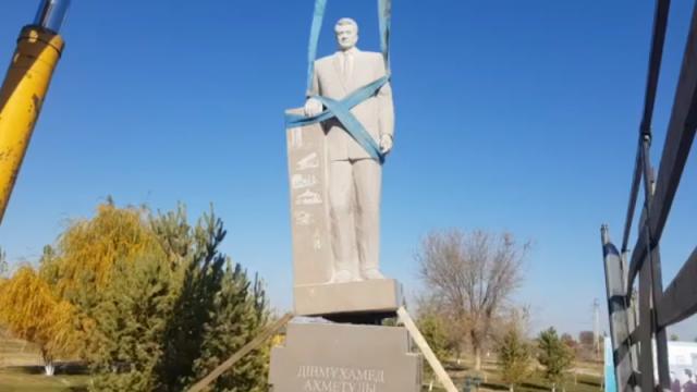 Строительство памятника Кунаеву приостановили в Алматинской области
