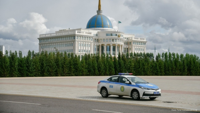 Зарплаты полицейских повысят в Казахстане