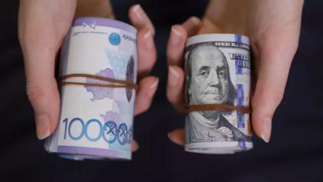 Депозит в тенге или долларах: что выбрать