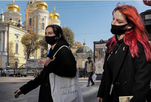 Врач предупредила об опасности цветных и черных защитных масок