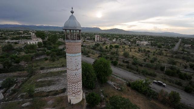 Военные Азербайджана вошли в карабахский город Агдам