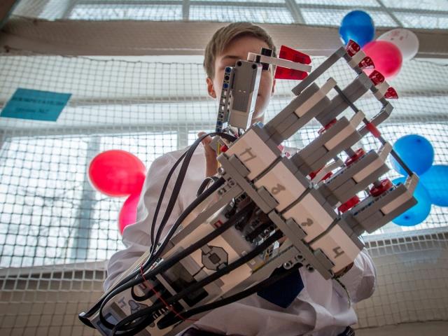 Экзоскелет, управляемый мыслями, создали в Назарбаев Университете