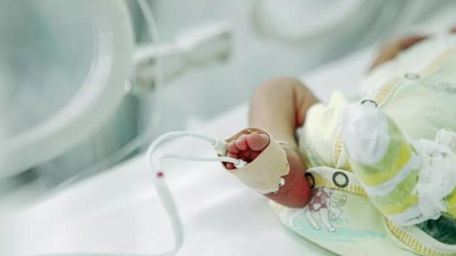 Жительница Алматы обвинила медиков в смерти своего новорожденного ребенка