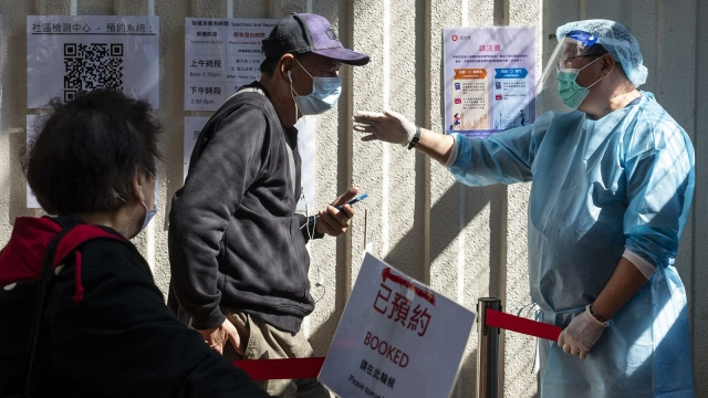 Жители Китая бесплатно получат вакцину от COVID-19