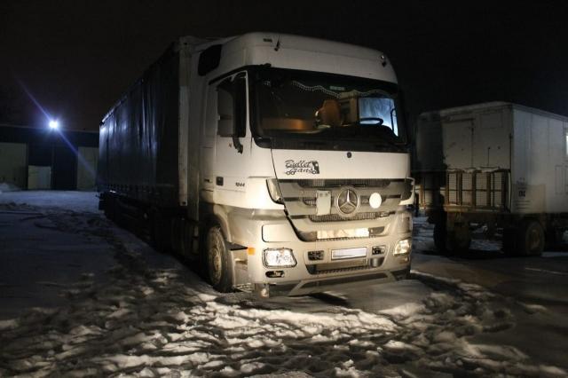 На трассе «Самара-Шымкент»  фура насмерть сбила пешехода. Водитель скрылся с места ДТП