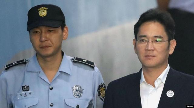 В Сеуле суд приговорил главу и наследника Samsung к 2,5 годам тюрьмы по делу о коррупции