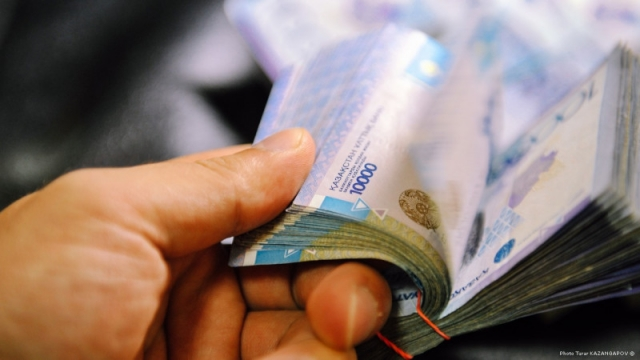 Режим работы банков, обменников и ломбардов изменили в Казахстане