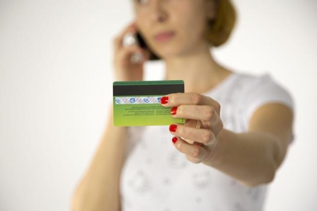 Мошенник, получив SMS-код, оформил на актюбинку миллионный кредит