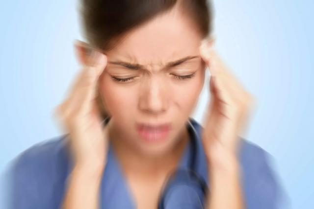 Названы виды головной боли, требующие немедленного обращения к врачу
