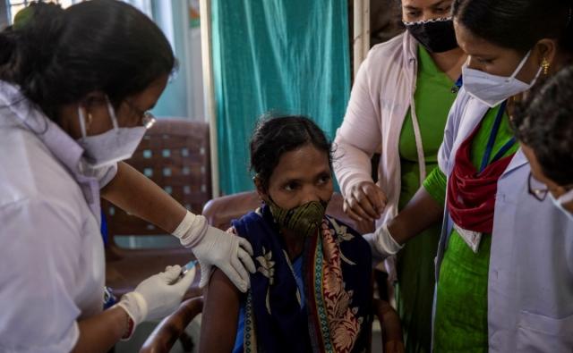 ВОЗ предупредила о триллионных потерях из-за «вакцинного национализма»
